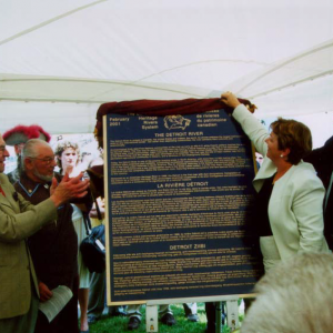 Photo of 2. Deputy Prime Minister Herb Gray and Minister of Canadian Heritage Sheila Copps unveiling plaque to designate the Detroit River as a Canadian Heritage River on July 19, 2001